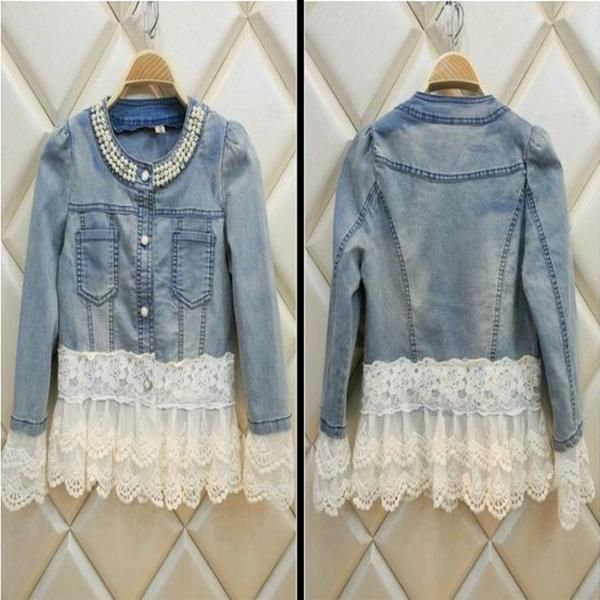 This denim jacket has all the classic details, a beading neckline, buttoned front, two side chest pockets and lace on the hem and sleeve. It is made of cotton a