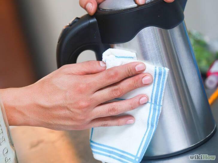 Ja, je leest het goed! Babyolie is de nieuwe schoonmaakmiddel om alle roestvrijstalen oppervlakkenweerte laten blinken. Doe...