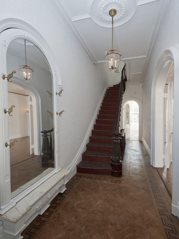 Notice the tall ceiling and narrow hallway. It's ok. It's not too overwhelming.
