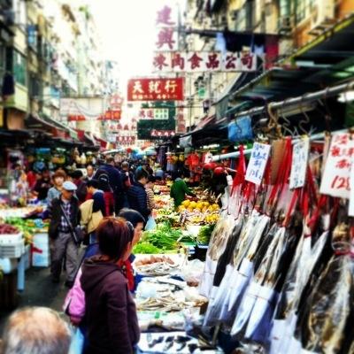 Market buzz in Hong Kong by Kate Bergmann - Mona and Midge - blog