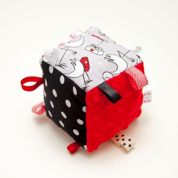 Sensory cube with rattle - BOCIEK from manumono by DaWanda.com