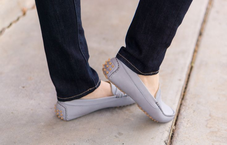 M. Gemi Review, Pastoso review, loafers, blush pink flats, moccasins, light gray, Felize loafers, white denim, scallop top, J. Crew Factory scallop cami, caslon jacket