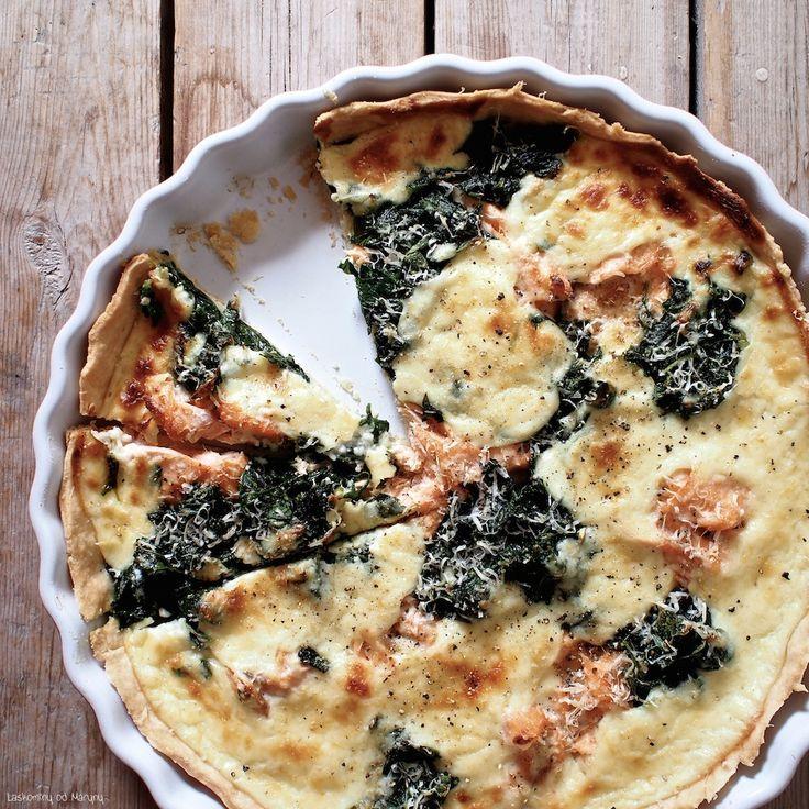 Další tip na lehký oběd nebo večeři teď, kdy je k dispozici čerstvý listový špenát. Spolu s čerstvým lososem a bešamelovou omáčk...