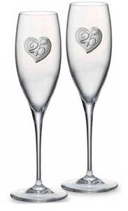 Komplet 2 kieliszków do szampana z ręcznie tłoczonego szkła ze srebrnym emblematem, stanowi doskonały prezent z okazji 25 rocznicy ślubu. #prezent_dla_rodzicow #podziekowania #rocznica