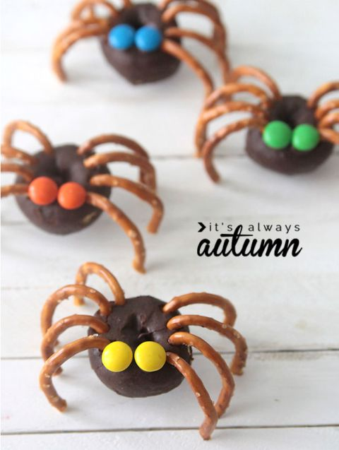 These easy snacks are simply made from mini doughnuts, pretzels and M&Ms. Just break the pretzels to use them as legs, and a creeper spider is born!