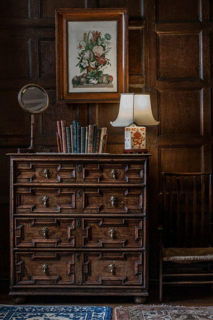 Interior Design Photographer Gabriella J. | See her portfolio and hire her here: soply.com/GabriellaJackson  #UK #design #interior #design #vintage #bookcase #mirror