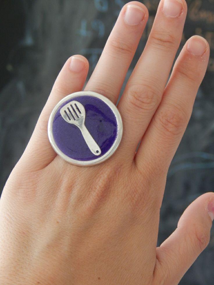 (16) Δαχτυλίδι γεμισμένο με κουτάλα και υγρό γυαλί (μωβ) http://laxtaristessyntages.blogspot.gr/p/blog-page_2315.html