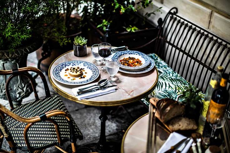 A Meal Al Fresco Enjoyed At The Hotel Providence In Paris Tour On Design*Sponge