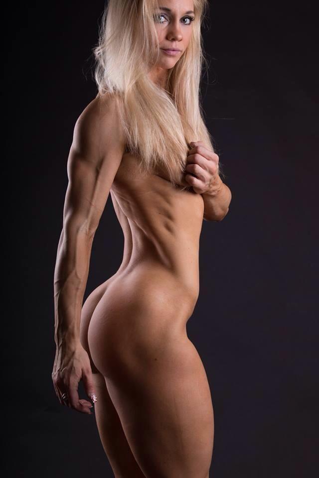 Nude Female Bodybuilder Fucks A Huge Dildo In The Gym