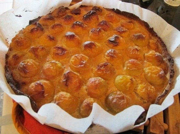 Aprikosentarte -paleo- Rezept - Gesund Abnehmen! Low carb, wenig Kohlenhydrate und viel Fett! Jetzt gibt es wieder die süßen kleinen Zuckeraprikosen. Sie sind süßer als Mirabellen und eignen sich für Kompott, zuckerfreie Marmelade, Fruchteis oder Kuchenbelag. Sie lassen sich auch einfrieren oder einkochen. Und eine Tarte ist ganz schnell gemacht: Aus den 6 ersten Zutaten rasch einen Mürbeteig kneten. Als Backfett eignen sich neben guter Weidebutter auch Butterschmalz, Gänseschmalz oder…