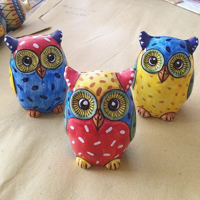 #sberna #art #pottery #ceramics #deruta #madeinitaly #love #handmade #drawing #handpainted #handcraft #colours #mix #group #family #cartoon #owl