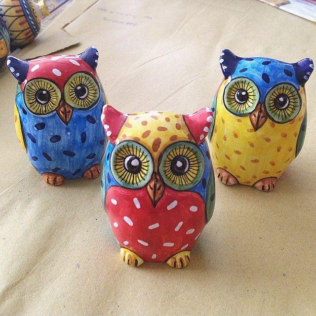 #sberna #art #pottery #ceramics #deruta #madeinitaly #love #handmade #drawing #handpainted #handcraft #colours #mix #group #family #cartoon #owl
