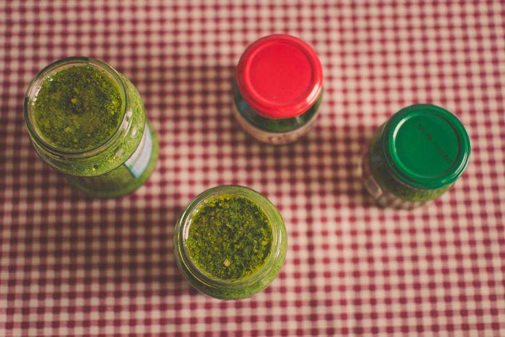 Wild garlic pesto / Čerstvě naložené pesto v pohárech. #medvědíčesnek #medvedicesnek #pesto #wildgarlic #baerlauch #bärlauch #czosnekniedzwiedzi #wildgarlicpesto #lesnicesnek