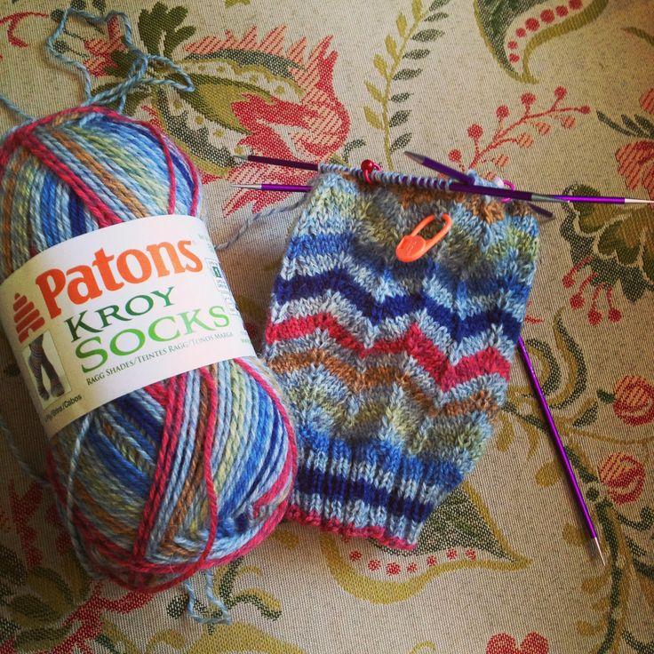 Two Round Chevron Stitch - Susan B. Anderson.  Links to 3 online chevron patterns.