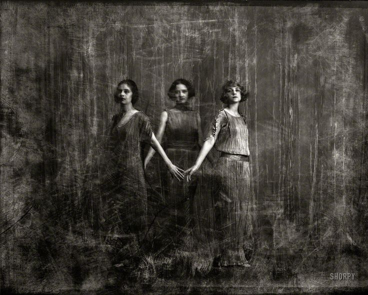 """* New York circa 1920. """"Isadora Duncan dancers."""" photo Arnold Genthe (1869-1942) Three of the six women known as the """"Isadorables"""" and called Duncan's adopted daughters. Fortuny's Delphos dresses"""