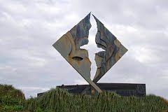Cape Horn. Chile. Ubicado en la XII Región de Magallanes y Antártica Chilena.  image by Mario:Portugal  Monumento en homenaje a los marinos fallecidos intentando cruzar esta ruta.  http://www.gazetteering.com/south-america/chile/region-de-magallanes-y-de-la-antartica-chilena/3889330-canal-franklin.html