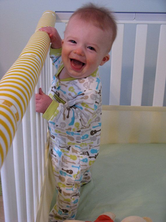 padded teething rail for baby's crib -- genius!  @Catherine LaChance This is kind of what I was talking about