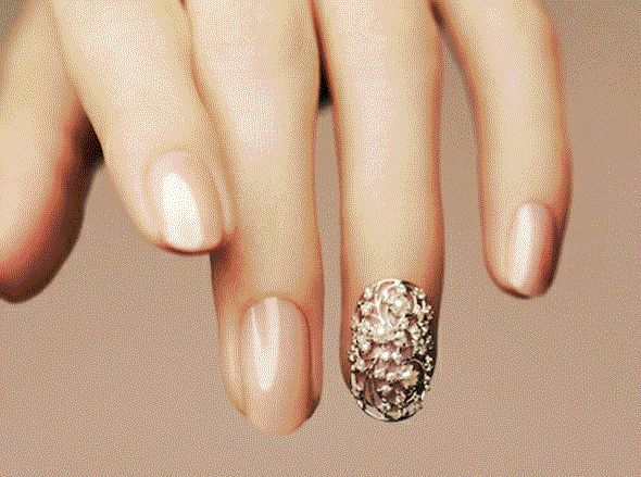 Bling Nails, le unghie gioiello il trend UK