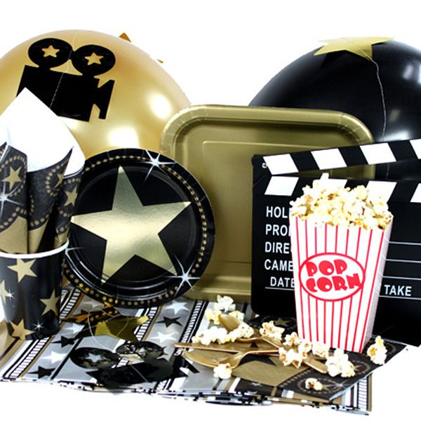 Menaje y decorados para una fiesta cine - de www.fiestafacil.com, desde $27.95 / Tableware and decorations for a Hollywood party, from www.fiestafacil.com