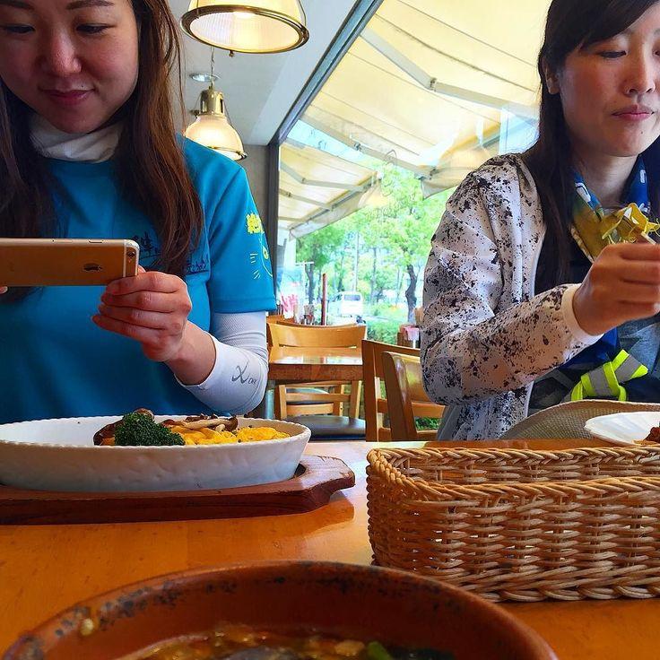 素敵女子とランチ ではなく貴重な栄養補給のお時間私は12種類の野菜スープにして塩分も補給  #関西100kmjp #関西100km #関西100kmウォーク