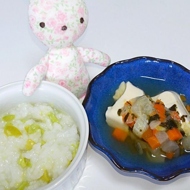 そら豆ごはんお嬢にもおすそわけ(*^^*) 今日で9ヶ月♡♡♡ しっかり食べて、いっぱい遊んでおっきくなりますよぉに! とりあえず、ハイハイできるようにがんばれー♬ - 6件のもぐもぐ - 《離乳食*中期》そら豆ごはん、豆腐と煮込み野菜スープ by michiko208