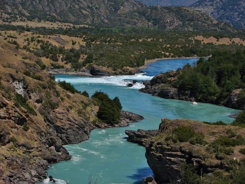 """""""La Confluencia"""" unión de los ríos Baker y Neff en Chile."""