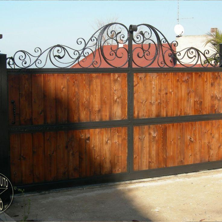 Cancello in ferro battuto e legno