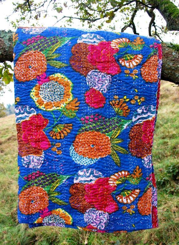 Plaid India handgeborduurd   Special   GoodRoots  Kleurrijke plaids met bloemenprint en met de hand geborduurde stiksels voor de koude winter. Diverse kleuren. www.goodroots.nl