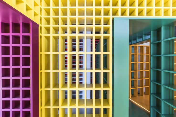 """""""The designer's job is to move beyond the object, piece of furniture, product or even space."""" #PhilippeNigro #novamobili #interiordesign #bookshelf"""