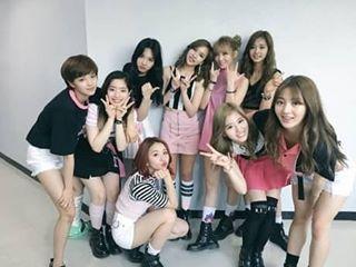Popularitas Melejit Twice Ternyata Tak Sumbang Penghasilan Terbesar di JYP - Follow @kutipan.korea - Bisa dibilang 2016 merupakan tahun yang berpihak pada JYP Entertainment. Selain Twice yang meraih popularitas besar tahun ini grup-grup dan para solois lainnya seperti Wonder Girls Baek A Yeon serta GOT7 juga meraih hasil yang memuaskan.  Mendekati penghujung tahun CEO Jung Wook dari JYP pun mengungkap siapa penyumbang penghasilan terbesar untuk JYP lewat wawancaranya dengan E-Daily. Pada…