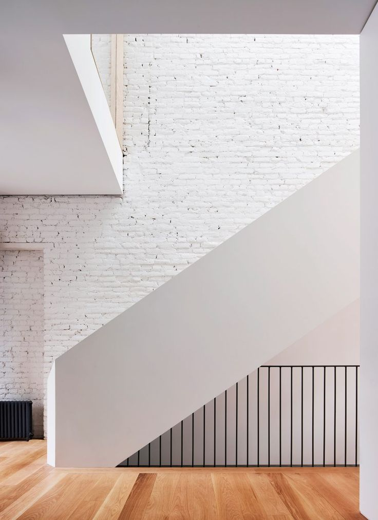"""Licht und Luft Architektur verwandelt Brooklyn Reihenhaus mit """"Switchback"""" Treppe"""