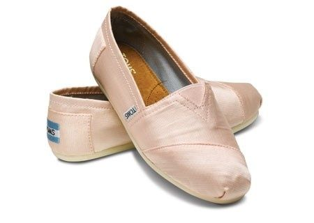 This kinda makes me smile, Toms pointe shoe inspired flats?