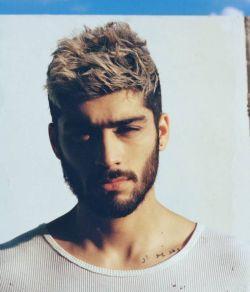 """Zayn Malik estreia na primeira posição da parada britânica de singles com """"Pillowtalk"""" #David, #Friends, #JustinBieber, #Lançamento, #Música, #OneDirection, #Rapper, #Rihanna, #Single, #ZaynMalik http://popzone.tv/2016/02/zayn-malik-estreia-na-primeira-posicao-da-parada-britanica-de-singles-com-pillowtalk.html"""