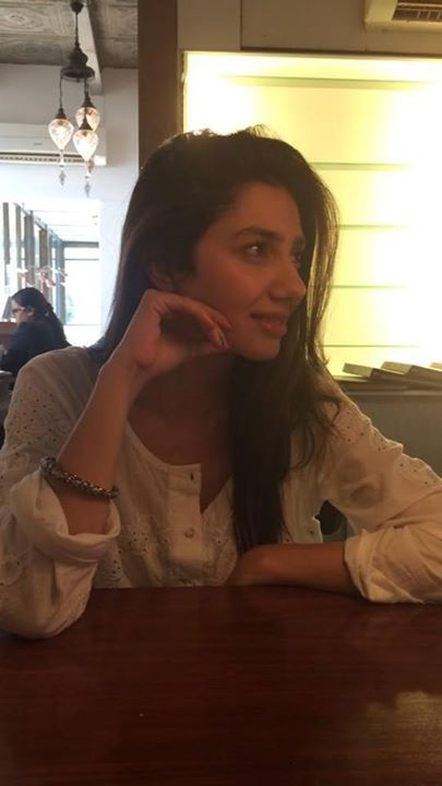 Mahira Khan. simply cute