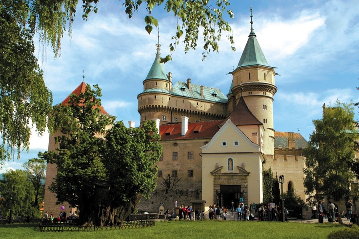 Fairy-tale Bojnický zámok Castle is one of the most spectacular castles in central Europe. Hungarian count Ján Pálfi had the structure reconstructed at the end of the 19th century following the pattern of romantic castles of the Loire in central France.