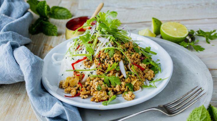 En deilig asiastiskinspisert nudelrett - med masse gode smaker av ingefær, chili og hvitløk. Perfekt hverdagsmat som passer like godt til lunsj som ti middag.