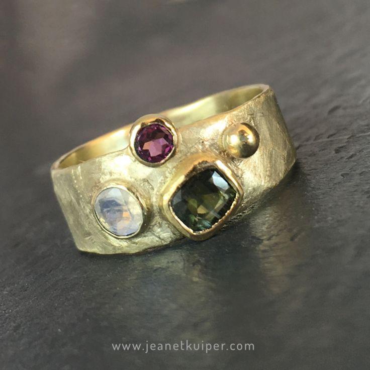 Ring in goud met roze saffier, toermalijn en maansteen