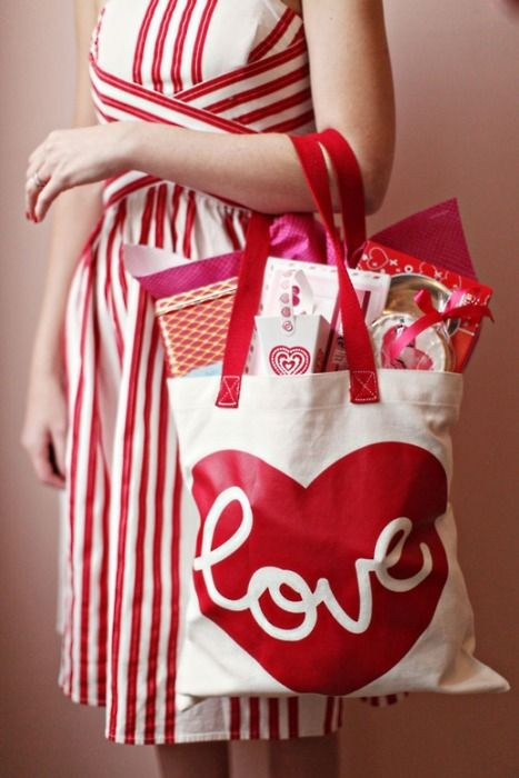 Love, what else can I say?Valentine'S Day, Valentine Wedding, Goodies Bags, Valentine Day Gift, Wedding Gift Bags, Cute Dresses, Shops Bags, The Dresses, Bridesmaid Gift