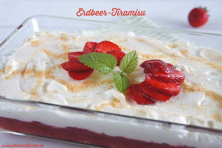 Leichtes Erdbeer-Tiramisu mit Amaretto & Joghurt - fruchtig, frisch, leicht & lecker & somit das perfekte Sommer-Dessert, auch prima für Viele vorzubereiten