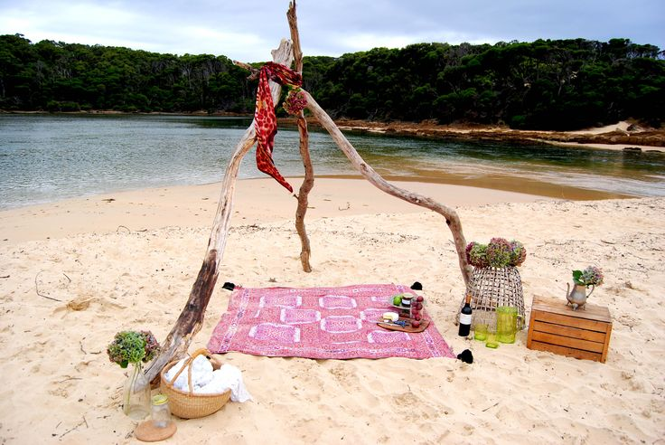 Picnic in paradise with Wandering Folk xx