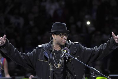 6 things we learned from Allen Iverson's Facebook Q&A- http://getmybuzzup.com/wp-content/uploads/2015/05/460734-thumb.jpg- http://getmybuzzup.com/6-things-we-learned-allen/- By Hayley Byrnes  Allen Iverson isn't shy when it comes to telling you what's on his mind. On the eve of his debut documentary airing on Showtime Saturday night, Iverson took to the internets for an ol' fashion Q&A. Here are the best questions and answers from...- #AllenIverson,