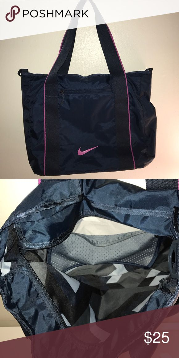Nike tote bag Exterior and interior zippered pockets Nike Bags Totes