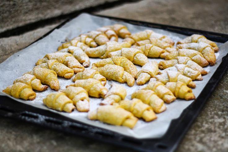 Děvče u plotny: Mrkvové rohlíčky s povidly                      http://fresh.iprima.cz/recepty/mrkvove-rohlicky-s-povidly
