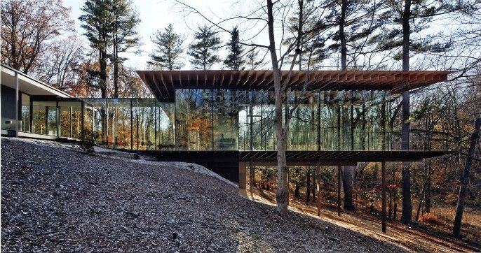 Glass wood house kengo kuma associates new canaan for Modern house in the woods