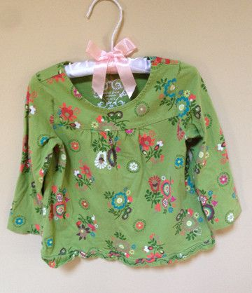 The Children's Place Green long sleeve Tshirt with Flower motif / Chandail manche longues vert avec fleurs 24M