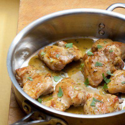 Un soupçon de vinaigre balsamique suffit à donner juste ce qu'il faut de piquant à ces poitrines de poulet au basilic.
