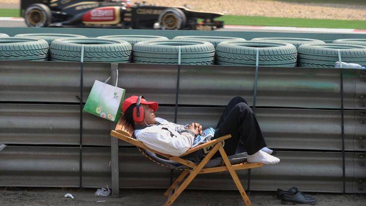 Soneca ao lado da pista de F1 em Shanghai