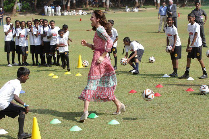 Pin for Later: 6 modische Highlights von Kate Middleton's Trip nach Indien Nur Kate kann in Wedges Sport treiben Die beigen Schuhe stammen von der Marke Mint Velvet.