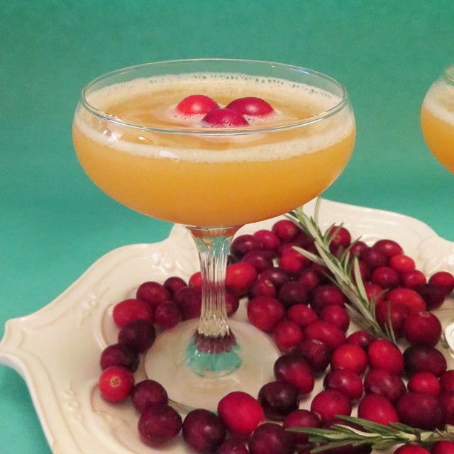Holiday Party Cocktail: Cranberry Pineapple Punch #christmas #cocktails #holiday - 8 ounces of Vodka 1 quart chilled Cranberry juice cocktail 1 quart chilled unsweetened Pineapple juice Fresh cranberries for garnish  Combine chilled vodka, pineapple juice & cranberry juice into a large bowl with ice and garnish with fresh cranberries.