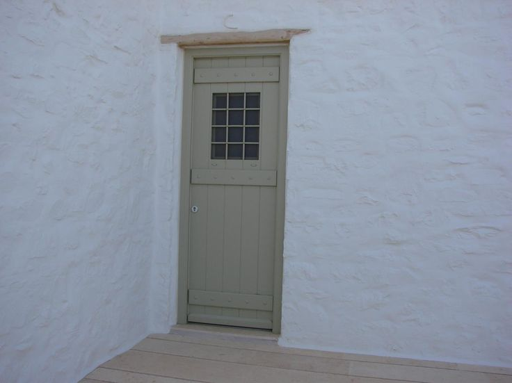 Ανοιγόμενο τμήμα με παράθυρο στο επάνω μέρος:Τύπος εξώθυρας ιδανικός για πόρτες κουζίνας αφού βοηθούν στο να αερίζεται ο χώρος, καθώς και για βοηθητικ...